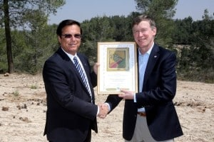 KKL-JNF World Chairman, Efi Stenzler presents planting certificate to Colorado Governor John Hickenlooper. Photo Credit: Yossi Zamir. Courtesy of KKL-JNF.